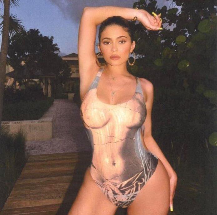 Kim kardashian, kylie jenner and sisters best bikini pics ever